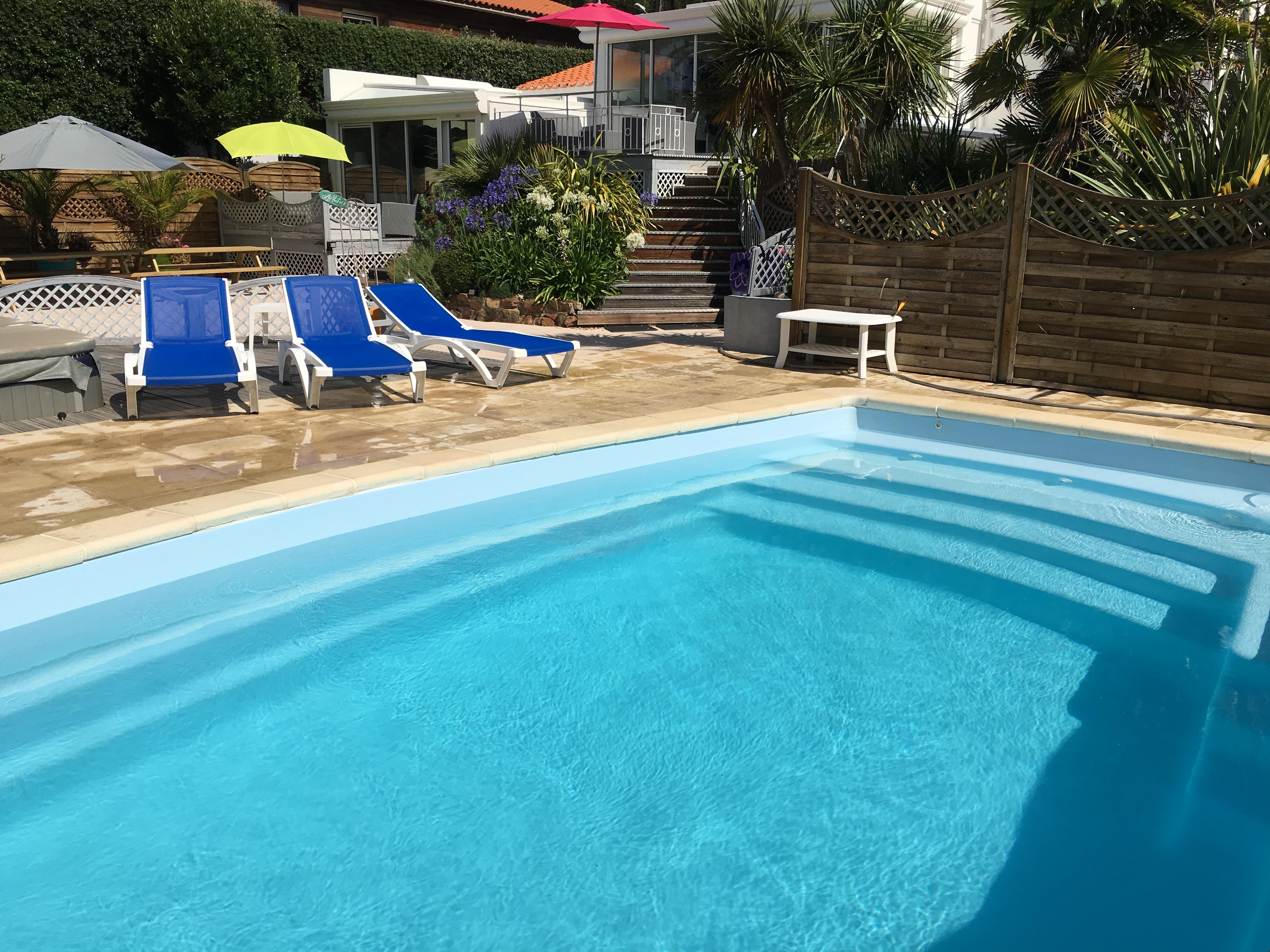 Villa colombier piscine priv e chauff e couverte les for Piscine les sables d olonne